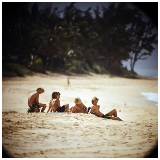 photo-leroy-grannis-watching-surfers-sunset-beach-1967