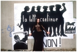 ysl-photographic3a9e-devant-une-reconstitution-dune-affiche-de-mai-68-public3a9e-dans-paris-match-photo-pierre-boulat