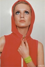 photographed-by-just-jaeckin-for-vogues-april-1967-b